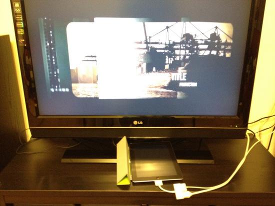 播放影片時 ipad2 的螢幕是黑的,還蠻省電的說。